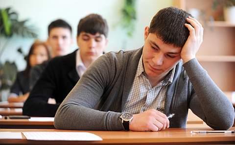 Рособрнадзор информировал о том, что количество выпускников, не сдавших ЕГЭ, сократилось в 2 раза