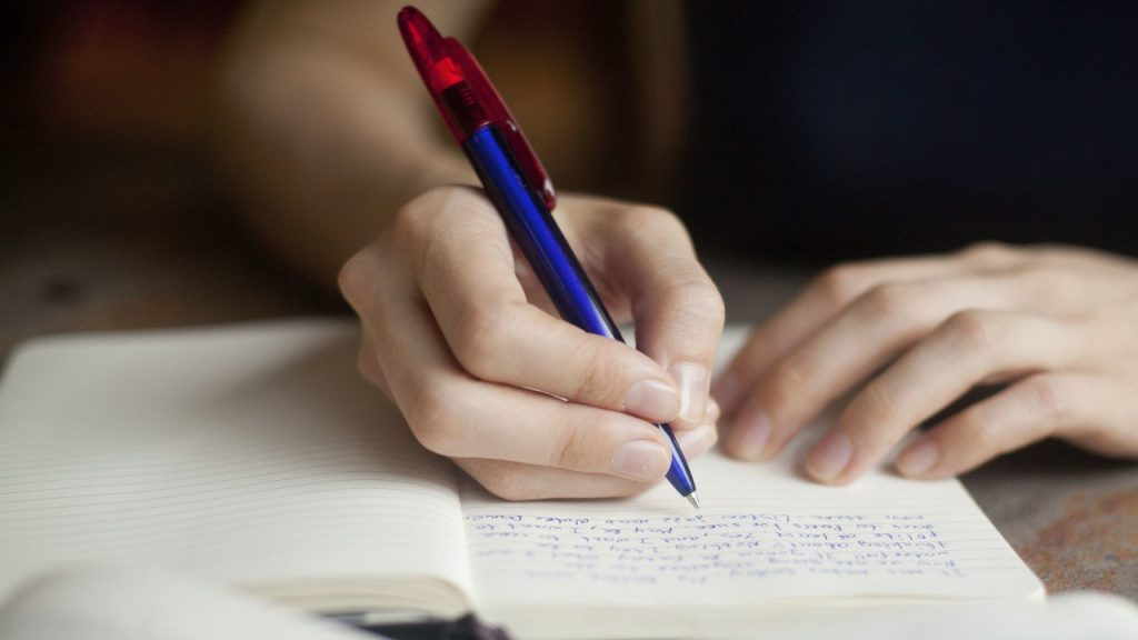 При подготовке к ЕГЭ по истории необходимо учиться аргументировать и писать сочинения