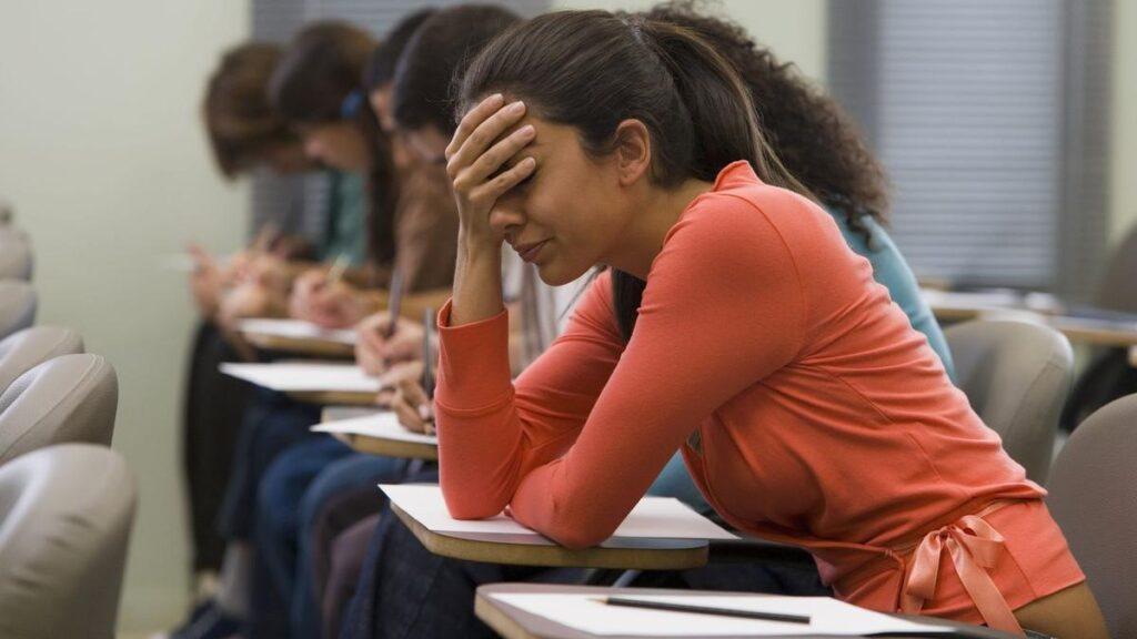 Неожиданно низкий балл на госэкзамене: как курсы подготовки к ЕГЭ по математике в Москве помогут решить проблему